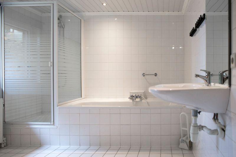 SevenHills-gedeeldebadkamer.jpg