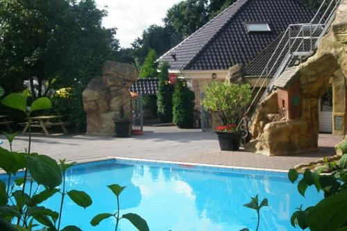 Zwembad Groesbeek, accommodatie